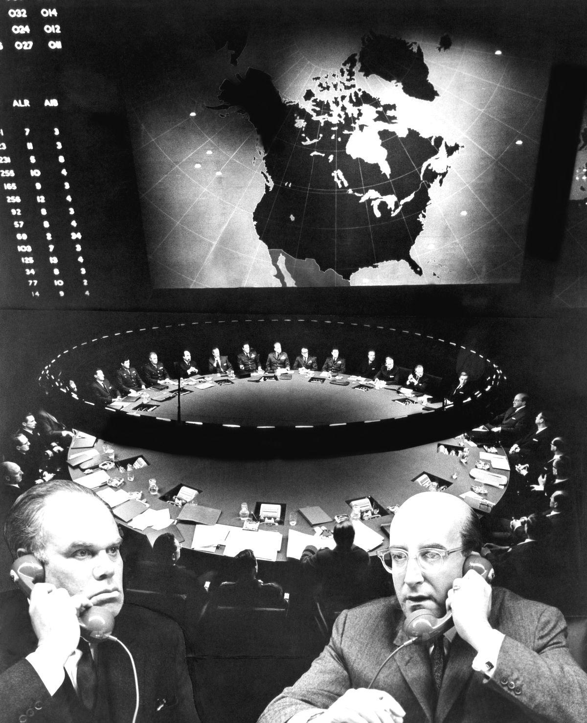 dr strangelove cold war essay Inspired by the polarized rhetoric of the early cold war, deeply felt fear over the recent cuban missile crisis, and postponed because of jfk's assassination, stanley kubrick satirical film dr strangelove, or how i learned to stop worrying and love the bomb is irrevocably linked to events of the early 1960s.
