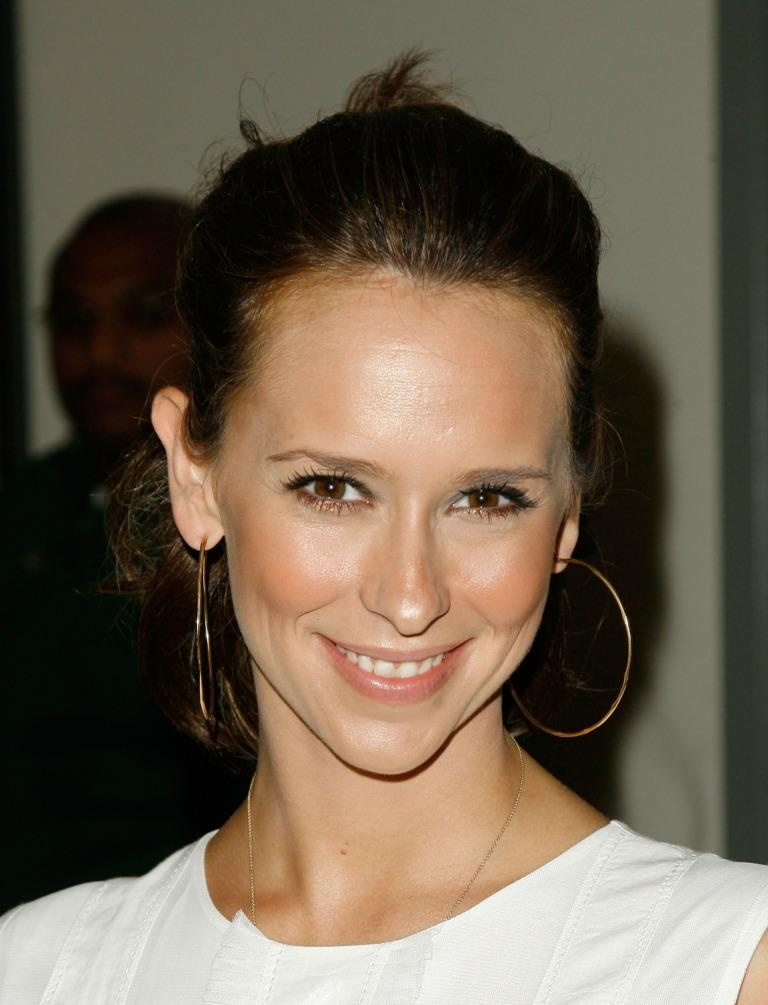 Jennifer Love Hewitt P...