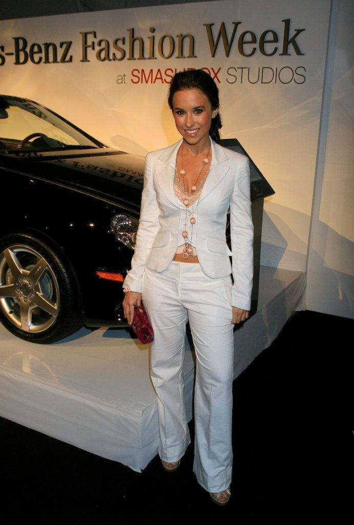 Lacey Chabert Wedding.Lacey Chabert Pictures And Photos Fandango
