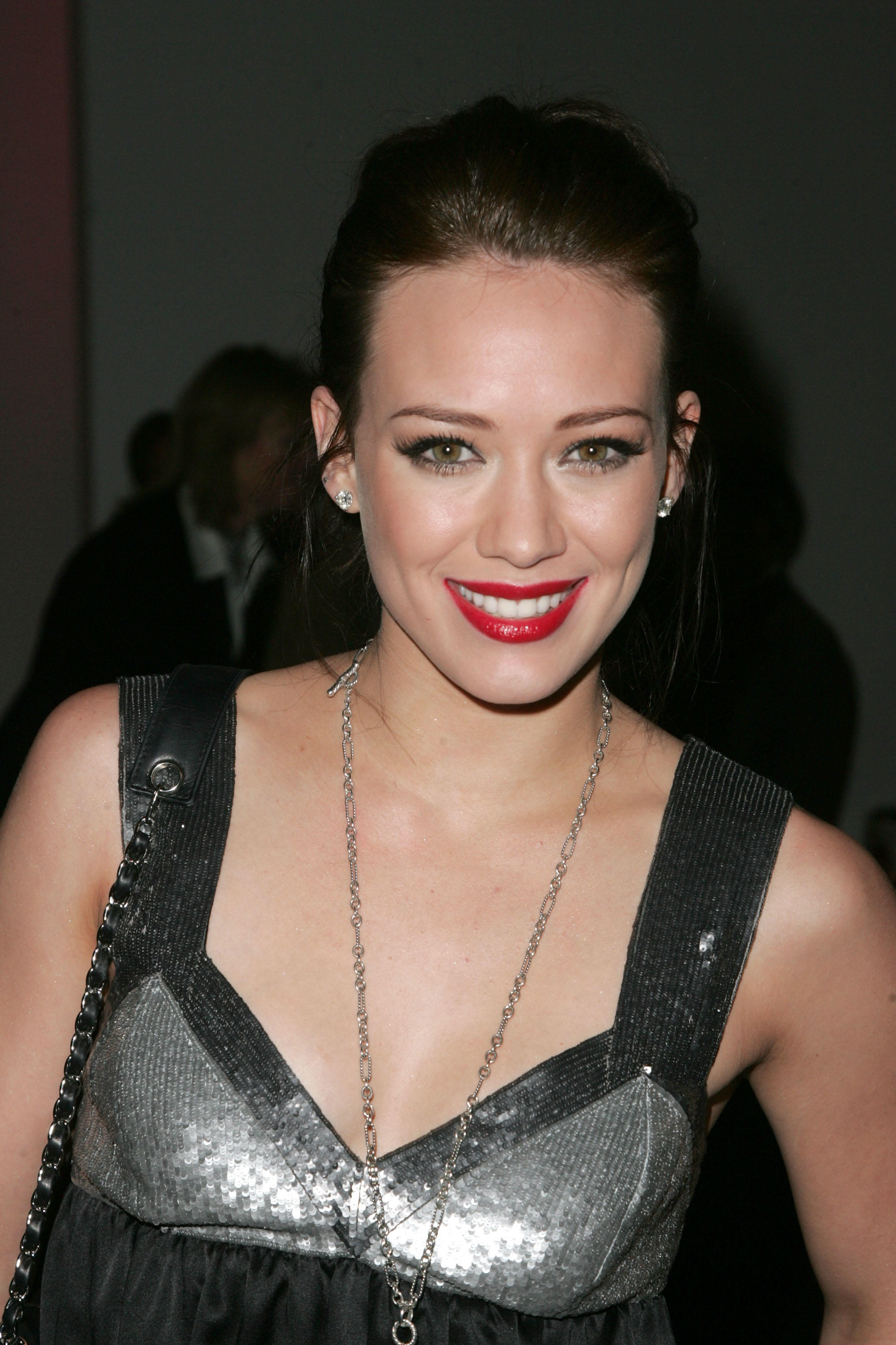 Hilary Duff Pictures a...