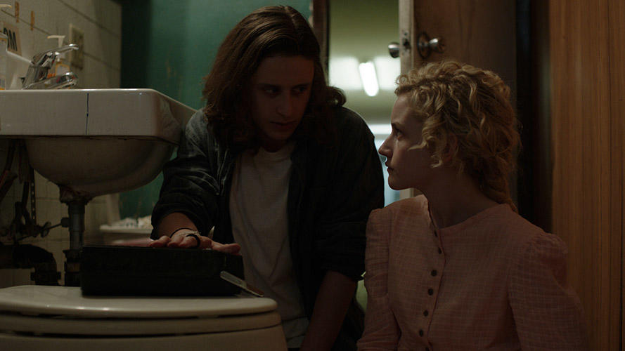 Rory Culkin and Julia Garner in