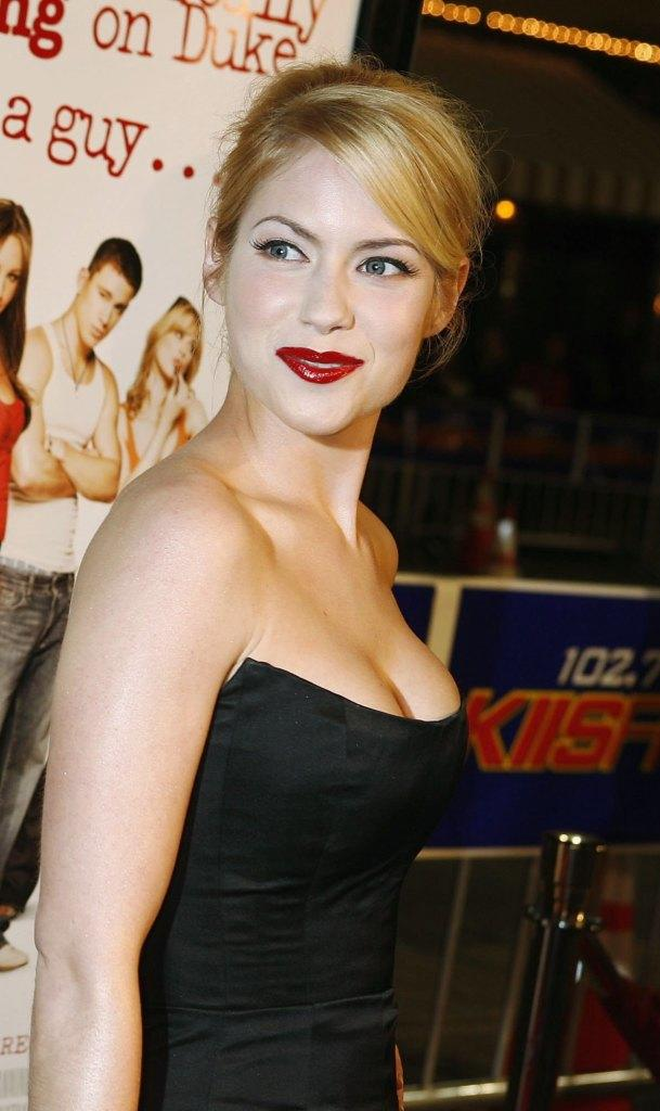 Laura Ramsey Pictures and Photos | Fandango