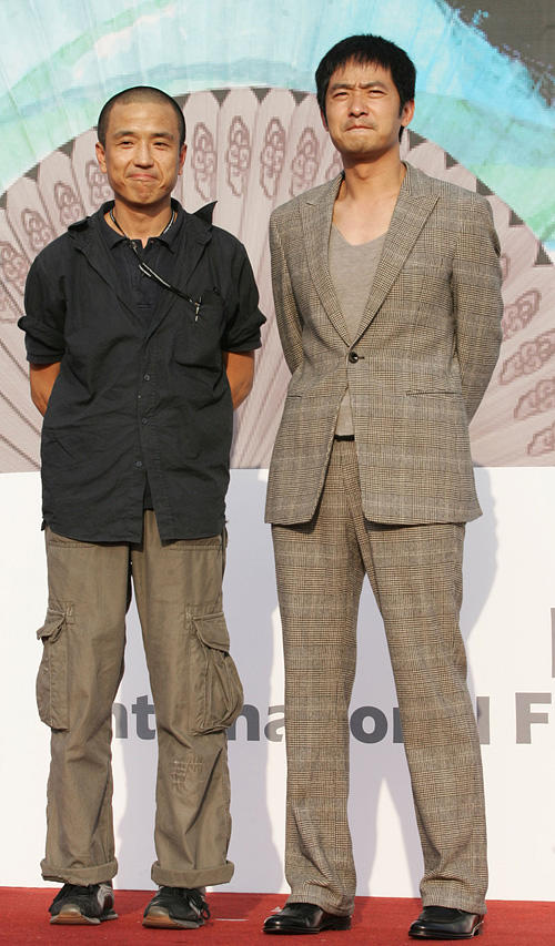 Director Lou Ye and Guo Xiaodong at the portrait session of