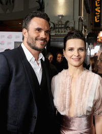 Juan Pablo Raba and Juliette Binoche