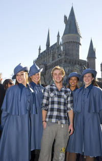 Tom Felton visits The Wizarding World of Harry Potter.