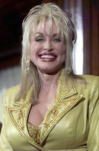 Dolly Parton at the photo-op at National Press Club.
