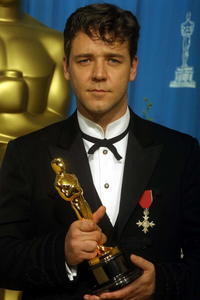 Russell Crowe at the 73rd Annual Academy Awards.