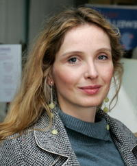 Julie Delpy at the Showtime Style 2006, a pre-Golden Globe awards style retreat hosted by Showtime and Nathalie Dubois of DPA in Beverly Hills.
