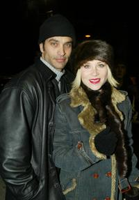 Johnathon Schaech and Christina Applegate at the premiere of