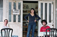 Rubi Moscovich as Itzik, Ronit Elkabetz as Dina, Shlomi Avraham as Papi in