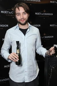 Vincent Kartheiser at the Moet and Chandon suite at Luxury Lounge in honor of the 2008 SAG Awards.