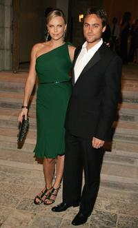 Charlize Theron and Stuart Townsend at the Gucci Spring 2006 Fashion Show Benefitting The Childrens Action Network.