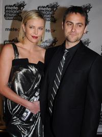 Charlize Theron and Stuart Townsend at the 2008 Meteor Awards.
