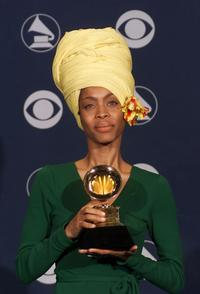 Erykah Badu at the 2000 Grammy Awards.