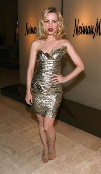 Melissa George at the Neiman Marcus Beverly Hills hosts a preview fashion show of the Spring/Summer 2007 collection.