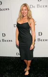 Lisa Ann Walter at the grand opening of the first De Beers Jewelry Store.