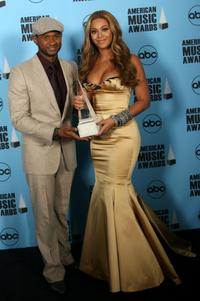 Usher Raymond and Beyonce Knowles at the 2007 American Music Awards.