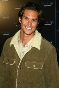 Oliver Hudson at the Playstation 2 Online Gaming Tournament For Charity.