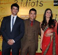 Sharman Joshi, Aamir Khan and Kareena Kapoor at the premiere of