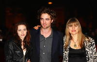 Kristen Stewart, Robert Pattinson and Director Catherine Hardwicke at the premiere of