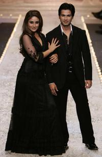 Kareena Kapoor and Shahid Kapur at the grand finale of the Wills Lifestyle Fashion Week.