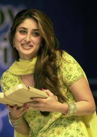 Kareena Kapoor at the award giving ceremony in Calcutta.