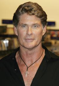 David Hasslehoff signs copies of his new book