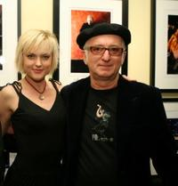 Elaine Hendrix and Robert Knight at the VH1 Art Exhibition Opening.