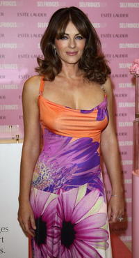Elizabeth Hurley poses for photographers to support the Breast Cancer Research Foundation.