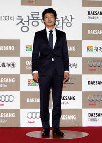 Park Hae-il at the 33rd Blue Dragon Film Awards.