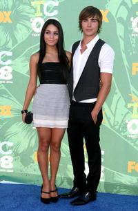 Vanessa Hudgens and Zac Efron at the 2008 Teen Choice Awards.