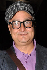vinay pathak height