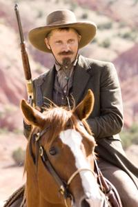 Viggo Mortensen as Everett Hitch in