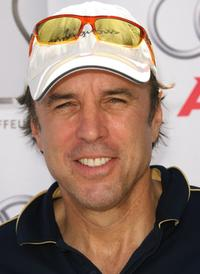 Kevin Nealon at the Elizabeth Glaser Pediatric Aids Foundation Golf Tournment.