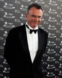 Sam Neill arrives at the L'Oreal Paris 2006 AFI Awards at the Melbourne Exhibition Centre.