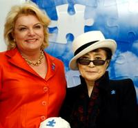 Suzanne Wright and Yoko Ono at the unveiling of her artwork entitled