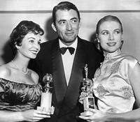 Gregory Peck surrounded by Grace Kelly and Jean Simmons at the 10th Annual Golden Globe Award in Hollywood.