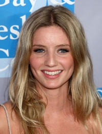 Annabelle Wallis at the Evening With Women: Celebrating Art, Music, & Equality in California.