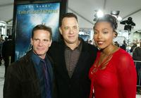 Peter Scolari, Tom Hanks and Nona Gaye at the premiere of