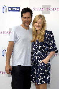Jonathan Silverman and Jennifer Finnigan at the Shay Todd Summer 2007 Collection fashion.