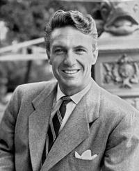 Robert Stack picture in 1951 at London upon his arrival from Hollywood.