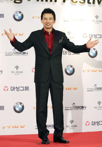 Hwang Jung-min at the 43rd Annual Daejong Film Festival.