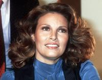 Raquel Welch addresses media in Paris to present her show in the Convention Hall.