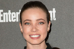 News Briefs: 'Mr. Robot' Actress Suggests Herself As DC's Poison Ivy