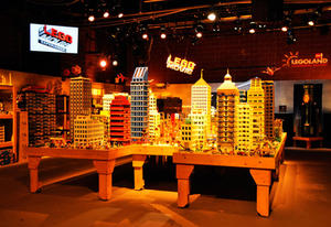 A Chat with 'The Lego Movie' Star Elizabeth Banks--and You Have to Check Out These Lego Movie-Set Builds
