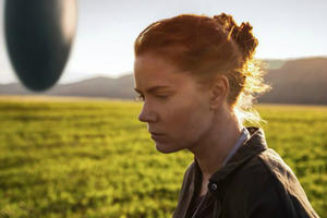 News Briefs: First Look at Amy Adams, Jeremy Renner in Sci-fi Movie 'Arrival'