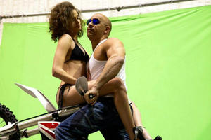 News Briefs: Vin Diesel Shares First 'xXx' Images; New 'Fantastic Beasts' Video