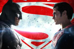 New 'Batman v Superman' TV Spots, Plus the Image That Has the Internet Buzzing