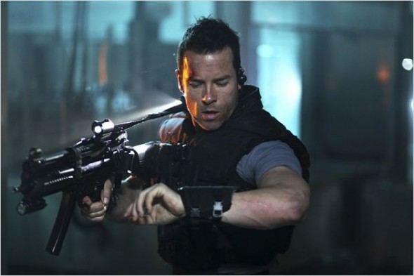 Guy Pearce in Lock-Out