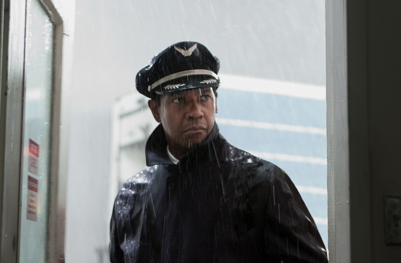 denzel washington flight movie Flight Review: Robert Zemeckis Return to Live Action is a Bit Bumpy